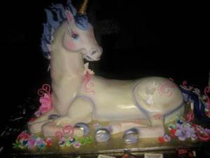 This is a pic of the Sparklecorn unicorn cake from the MamaPop party I couldn't get into at BlogHer...*le sigh* - I really wanted some DE-lish hindquarter...NEXT YEAR BABY!